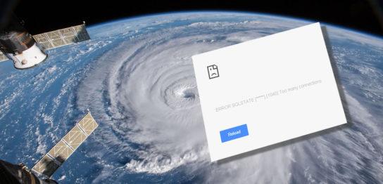 宇宙から見た台風とMySQLのエラー画面